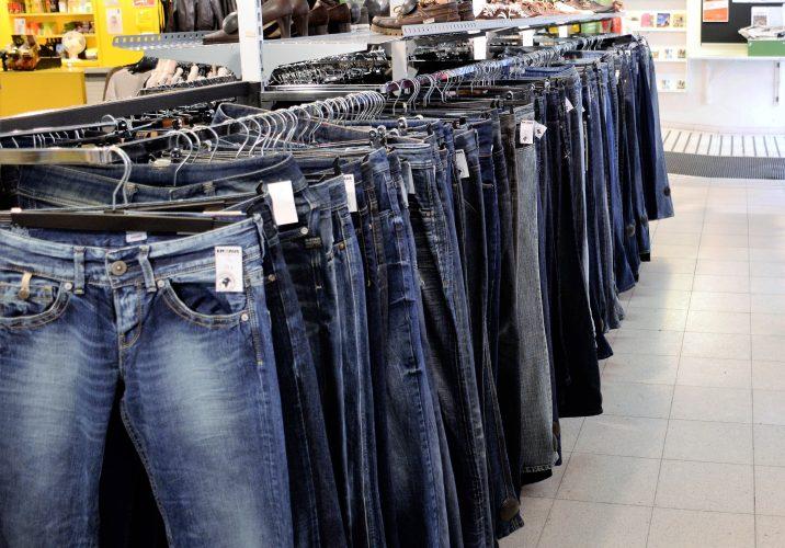 Bild på några jeans